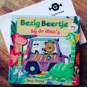 Bezig Beertje bij de dino's - Benji Davies